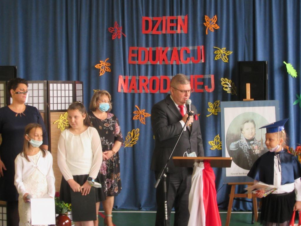 Ilustracja do informacji: Pasowanie na ucznia w Szkole Podstawowej im. J. H. Dąbrowskiego w Żydowie